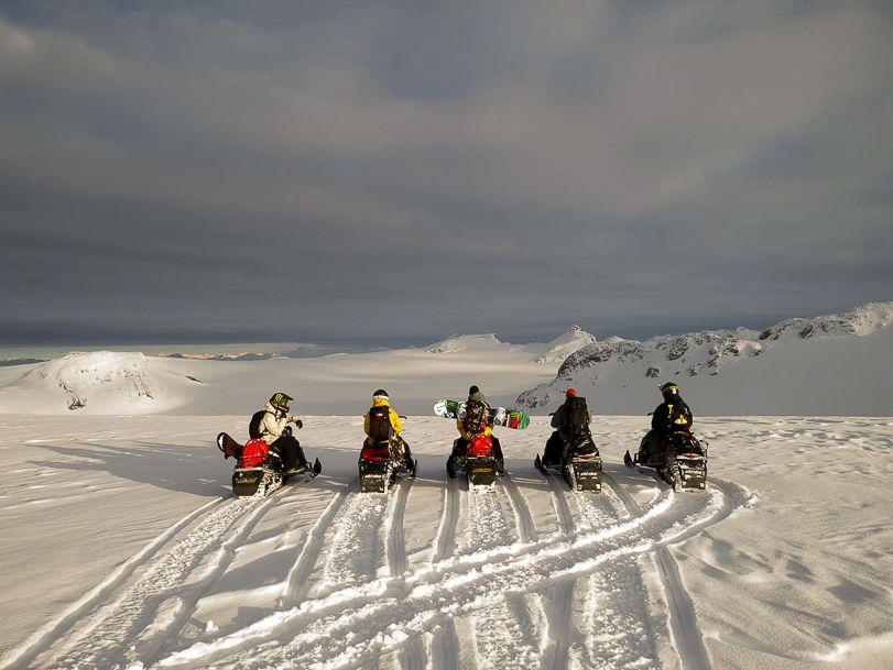 Snowmobiling_CanadaFeb2013_Blotto_1020679