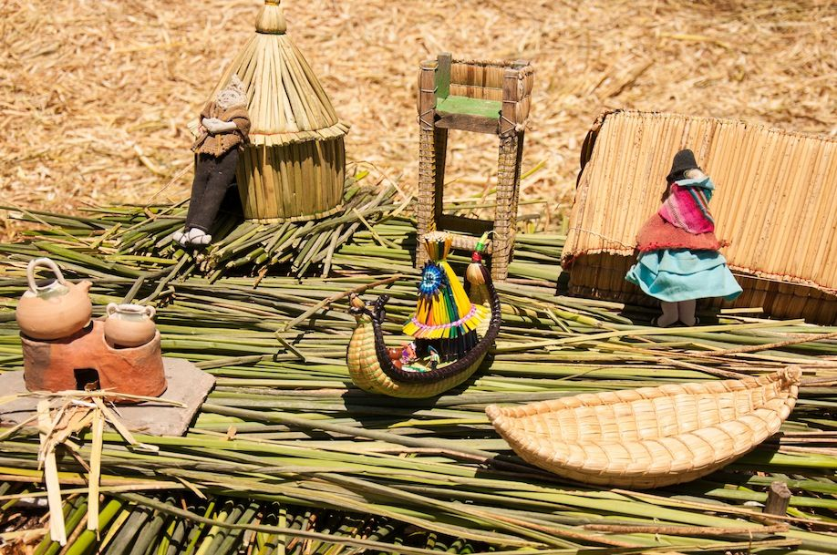 5BKPK_Uros Islands miniature model made with reed