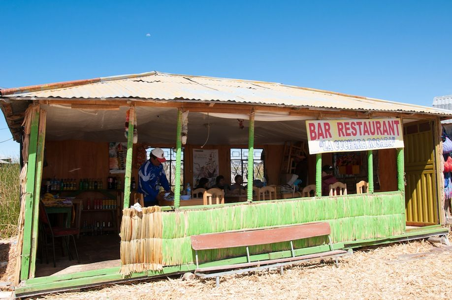 7BKPK_The only restaurant in Uros Islands