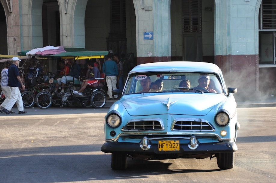 4_The old cars that drive up and down La Habana need no filter