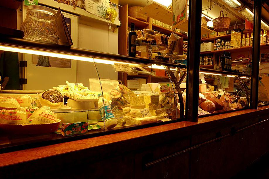 北イタリアぶらり探訪 ひとり旅 チーズ屋さん