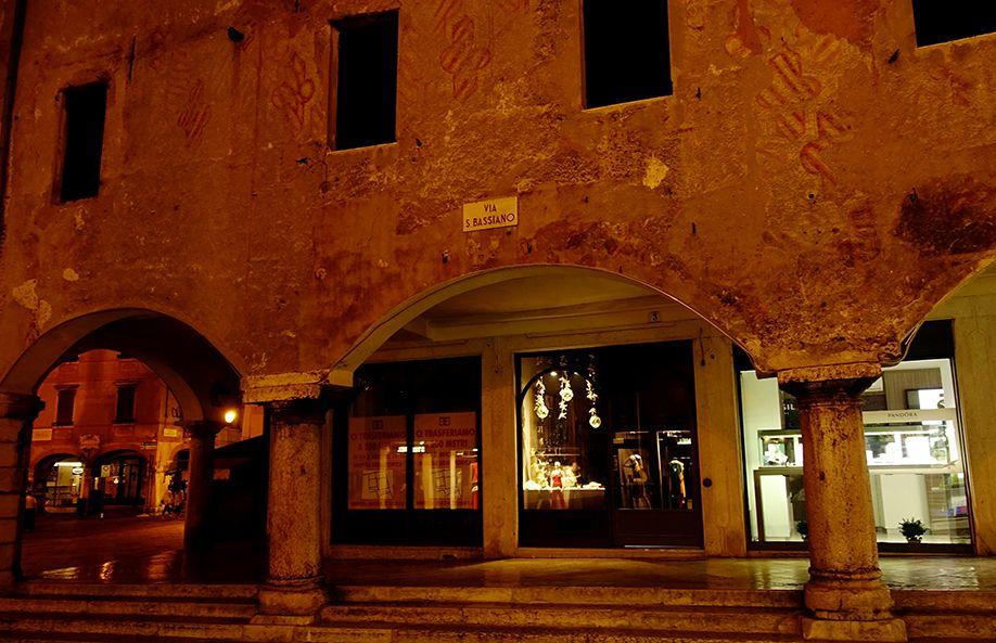 イタリア バッサーノデルグラッパ 夜景