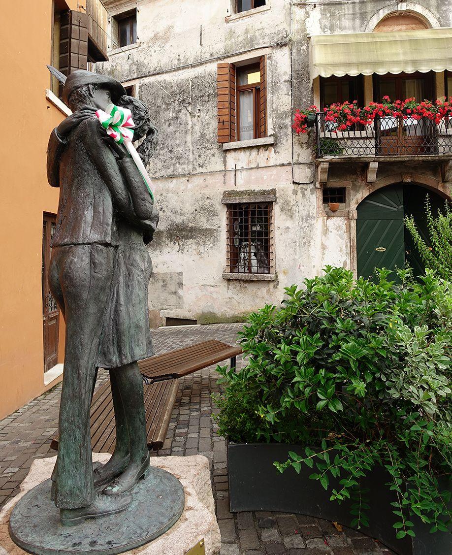 イタリア バッサーノデルグラッパ 追悼像