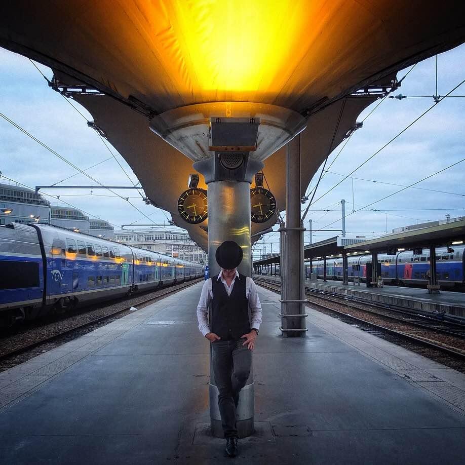 Sigrid - @mikejfox リヨン駅 - パリ- 2014年8月