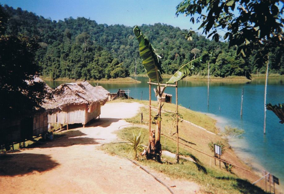Disposable camera - ©jaimelemonde.fr - Malaysia - Royal Belum State Park village of the Jahaï ethnic group (2)