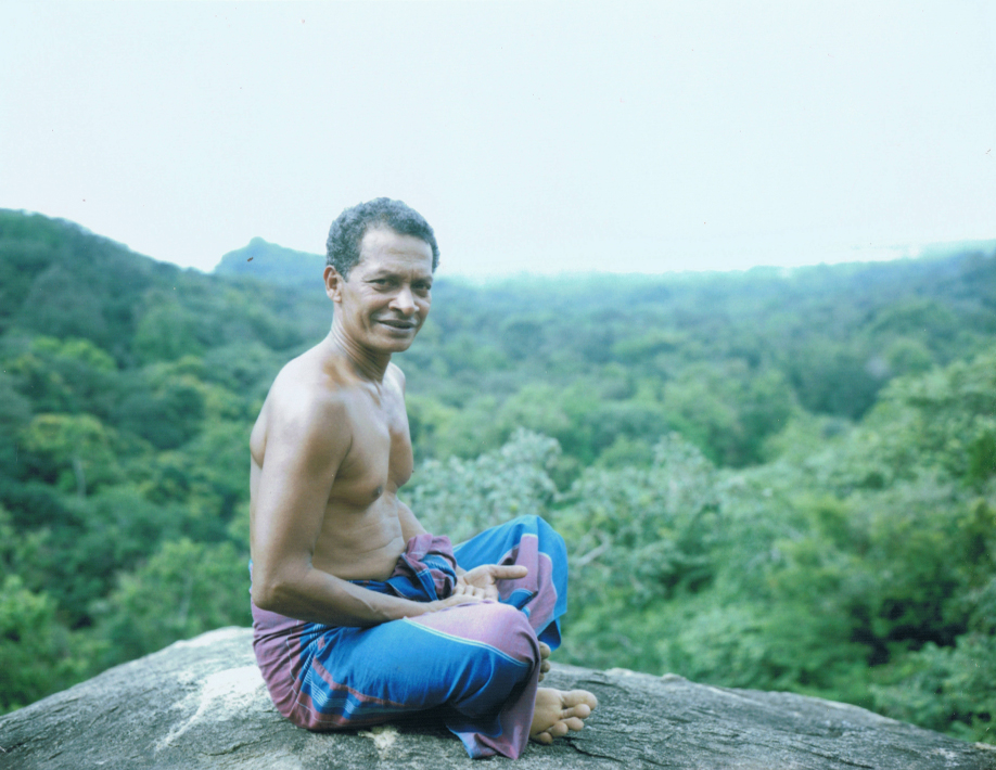 Gardien des temples à Mihintale - Sri Lanka - Mamiya Universal & dos Polaroid - Film Fuji FP100C - ©jaimelemonde.fr