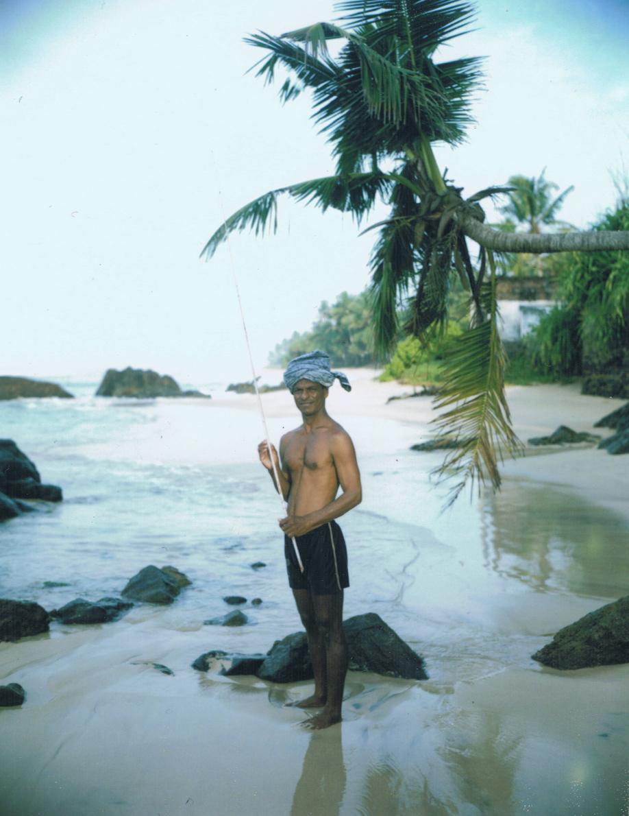 Pêcheur sur échasse à Weligama - Sri Lanka - Mamiya Universal & dos Polaroid - Film Fuji FP100C - ©jaimelemonde.fr