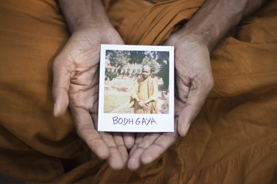 Hands Holding Polaroid Pictures - Bodhgaya, the place where Buddha found Enlightenment - India - ©jaimelemonde.fr