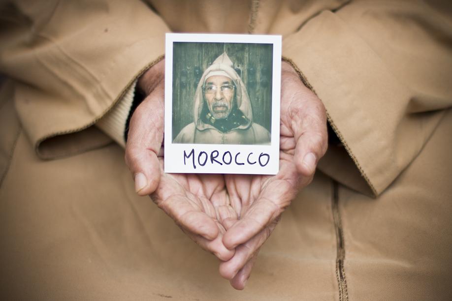 Hands Holding Polaroid Pictures - Morocco - ©jaimelemonde.fr