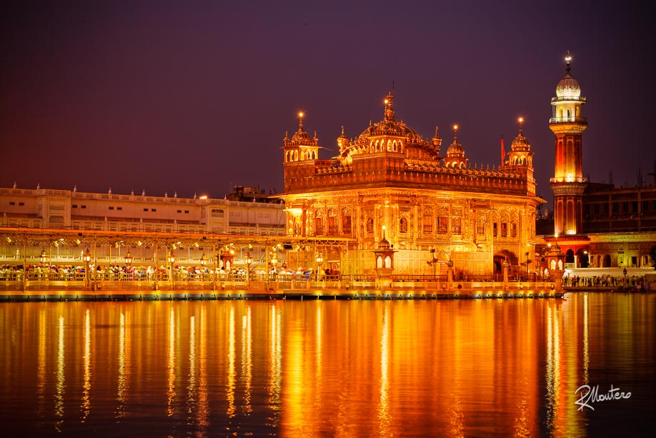 This is the magnificent Harmandir Sahib of Amritsar, in the sacred City of the Sikhs- The most famous gurudwara in the world. Just wait for the night and its reflection in the water will transform everything in pure gold. Magic