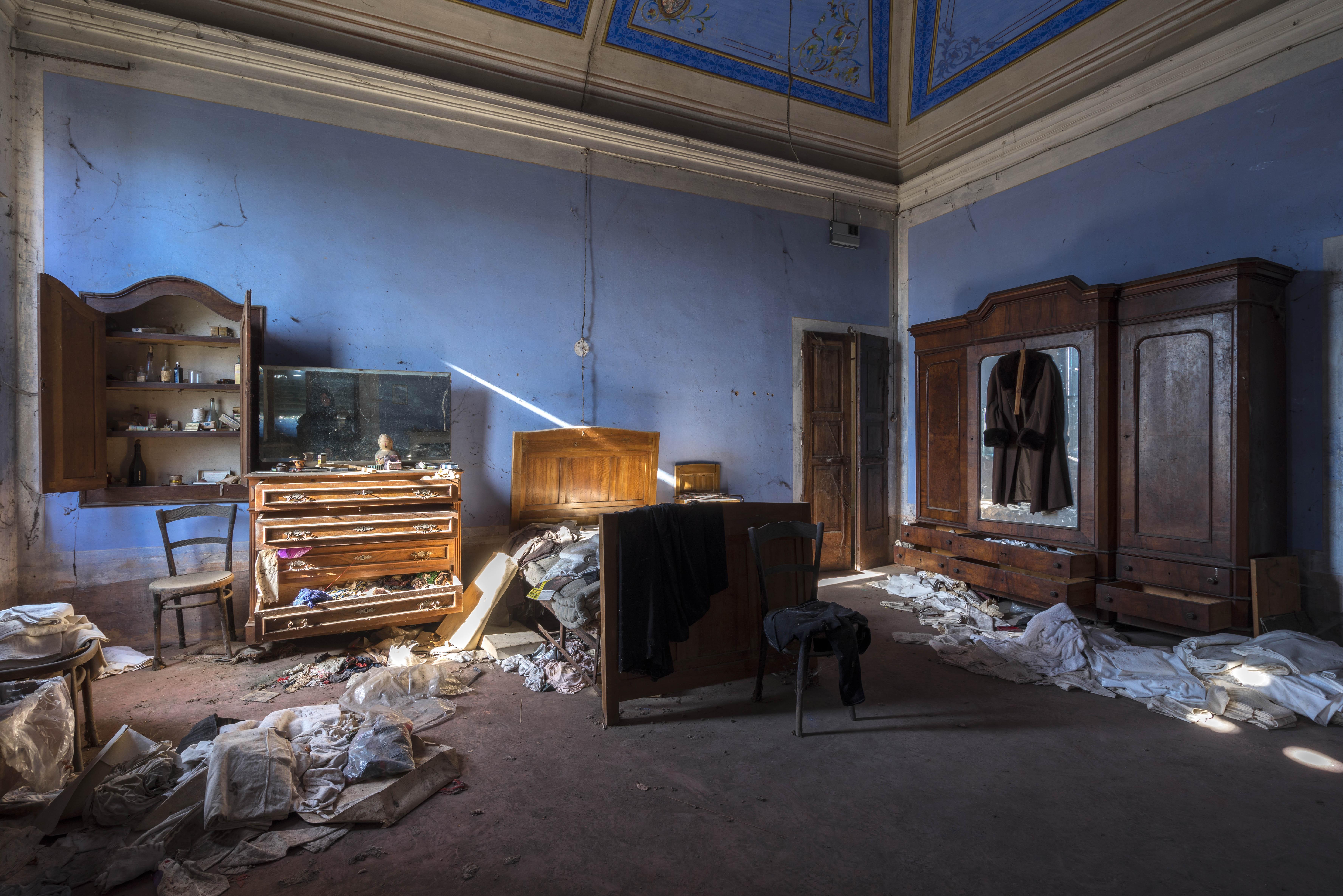 Eleonora Costi, Abandoned