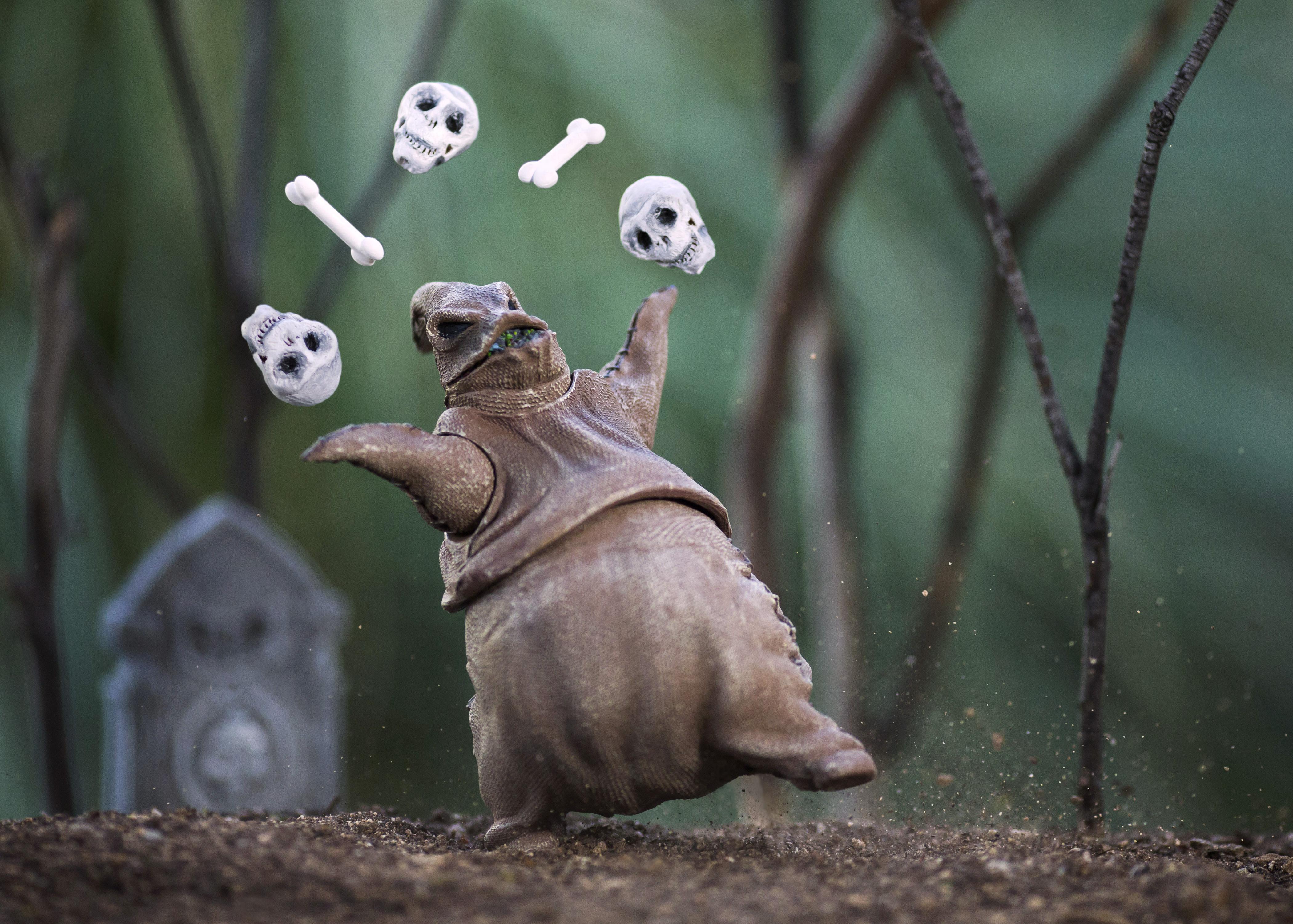 Oogie Boogie Juggling Halloween Manfrotto