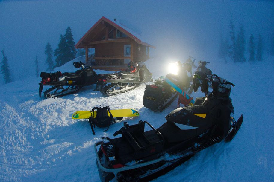 Snowmobiles_Canada_Blotto_7037