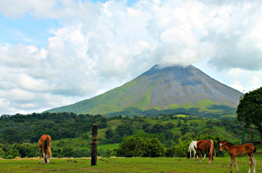 ARENAL VOLCANO ON THE ROAD