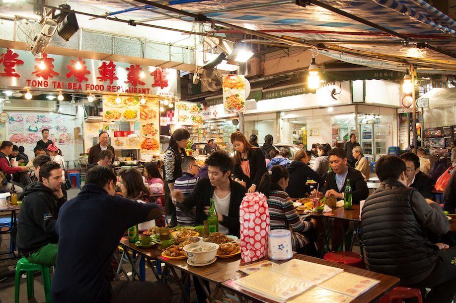 7BKPK_Food stalls along Temple Street