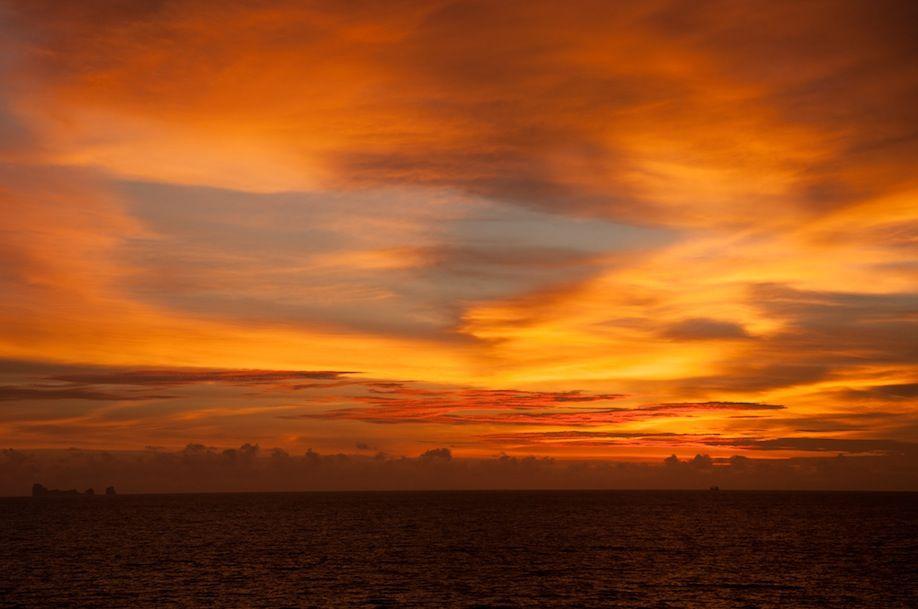 PHOTO6_Natural colors of sunset in Koh Lanta THAILAND