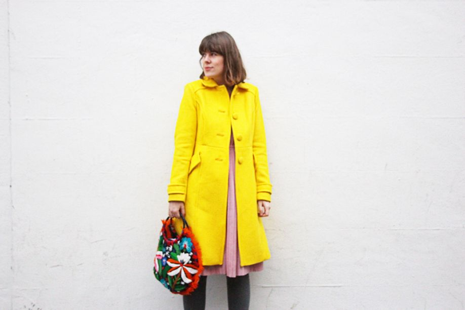 fashion yellow coat manfrotto