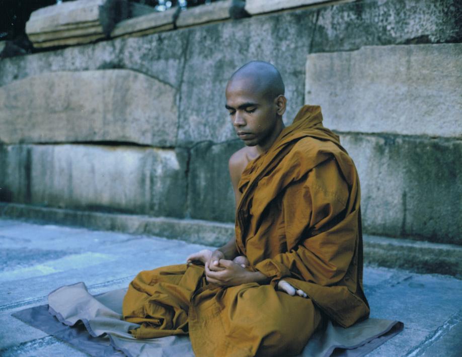 Sri Lanka - Mamiya Universal & Polaroid back - Fuji FP100C film - ©jaimelemonde.fr - Anuradhapura - Buddhist monk