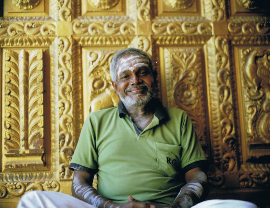 Sri Lanka - Mamiya Universal & Polaroid back - Fuji FP100C film - ©jaimelemonde.fr - Jaffna - Tamil Man and Hindu Temple