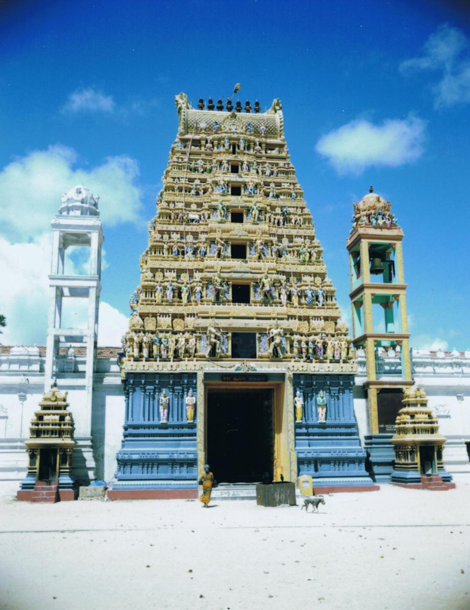 Sri Lanka - Mamiya Universal & Polaroid back - Fuji FP100C film - ©jaimelemonde.fr - Jaffna - Hindu Temple