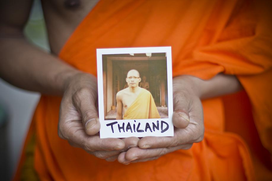 Hands Holding Polaroid Pictures - Thailand - ©jaimelemonde.fr